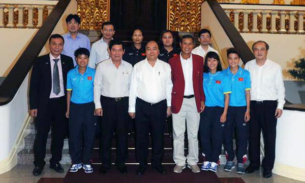Thủ tướng Nguyễn Xuân Phúc biểu dương thành tích xuất sắc của ĐT nữ Quốc gia