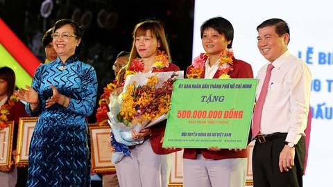 ĐT nữ Việt Nam nhận thưởng, bóng đá nữ TP.HCM đón tin vui