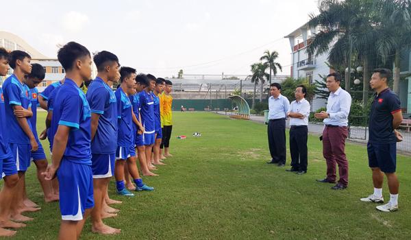 Lãnh đạo VFF gặp và động viên ĐT U16 QG chuẩn bị tham dự VL U16 châu Á 2018