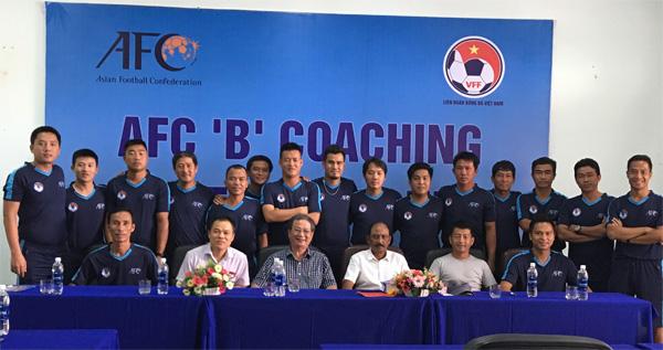 Bế giảng khoá học HLV Chứng chỉ B AFC 2017 tại Đà Nẵng