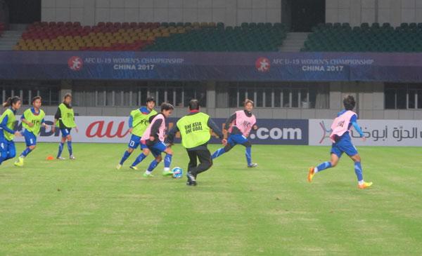 [Chùm ảnh] VCK U19 nữ châu Á 2017: Tuyển Việt Nam làm quen sân thi đấu Jiangning Sport Center