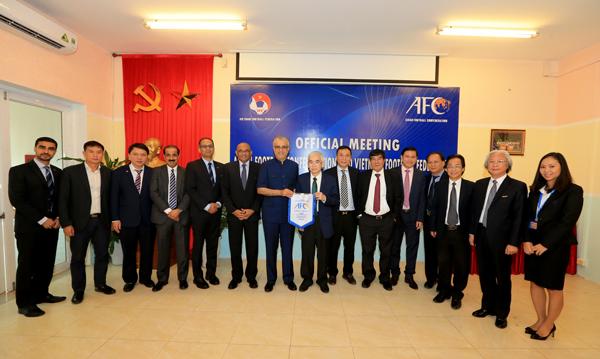 Chủ tịch AFC Shaikh Salman Bin Ebrahim Al Khalifa làm việc với Thường trực Ban chấp hành LĐBĐVN