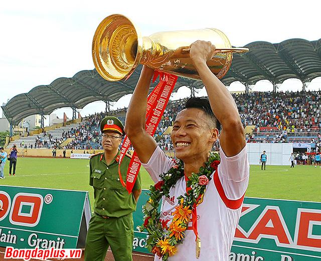 Than.QN và Nam Định có dịp đối đầu HLV Felipe Scolari
