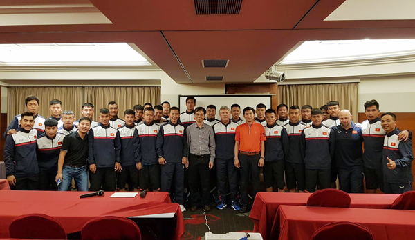 Chủ nhiệm văn phòng kinh tế văn hóa Việt Nam tại Đài Bắc thăm và động viên U19 Việt Nam