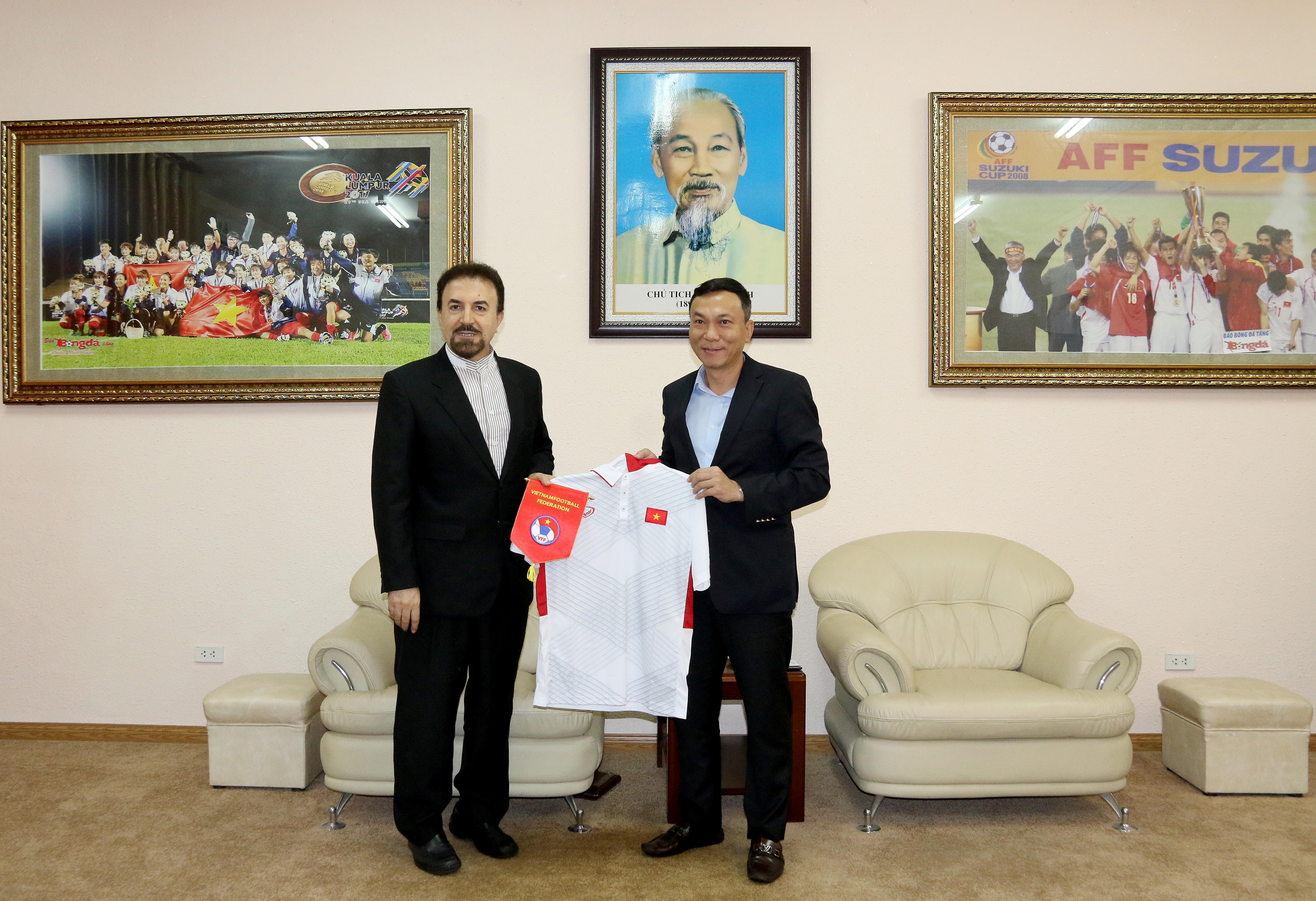 Đại sứ Iran đến thăm Liên đoàn Bóng đá Việt Nam