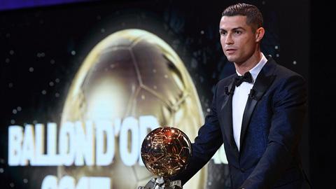 Ronaldo lần thứ 5 giành Bóng vàng, cân bằng kỷ lục của Messi