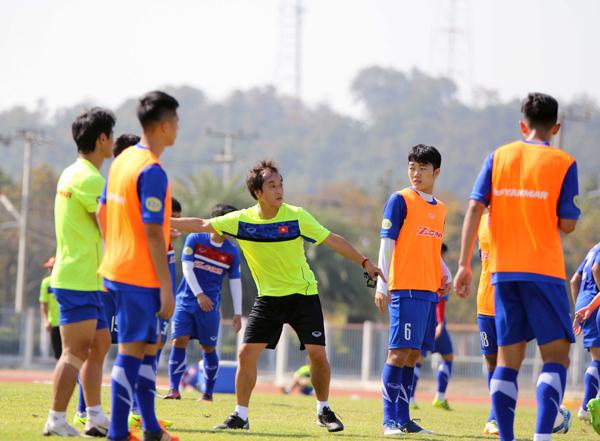 U23 Việt Nam rèn quân dưới nắng chói vùng Đông Bắc Thái Lan