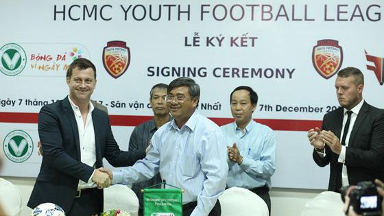 LĐBĐ TPHCM (HFF) và Fox Football Việt Nam ký hợp đồng hợp tác phát triển bóng đá trẻ