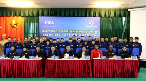 FIFA trau dồi, nâng cao nghiệp vụ chuyên môn cho các trọng tài hàng đầu Việt Nam
