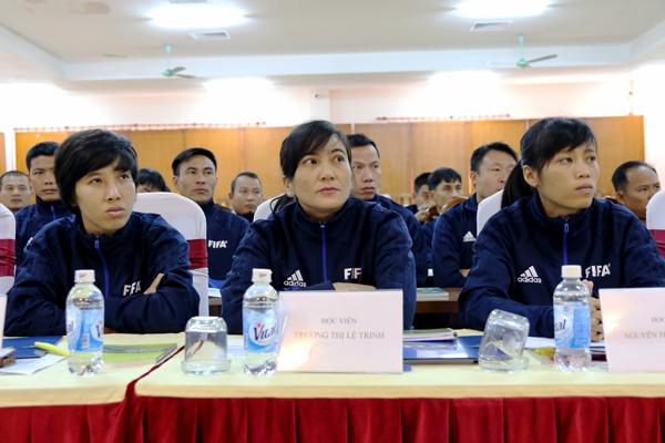 """Trợ lý Trọng tài FIFA Trương Thị Lệ Trinh: """"Trình độ trọng tài nữ Việt Nam không thua kém trọng tài quốc tế"""""""