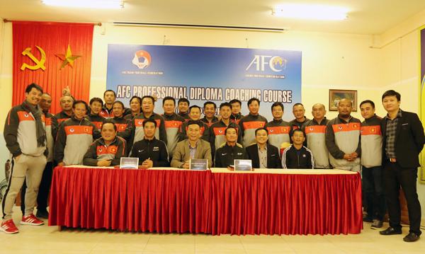 Bế giảng Khóa đào tạo HLV bóng đá chuyên nghiệp AFC 2017- giai đoạn 4