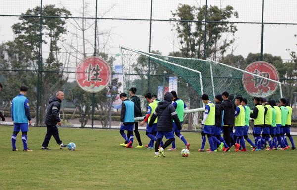 ĐT U23 Việt Nam tích cực làm quen với cái lạnh tại Trung Quốc