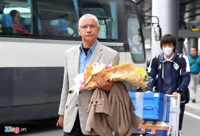 Cựu HLV tuyển Việt Nam Tavares cùng Yokohama đến Đà Nẵng