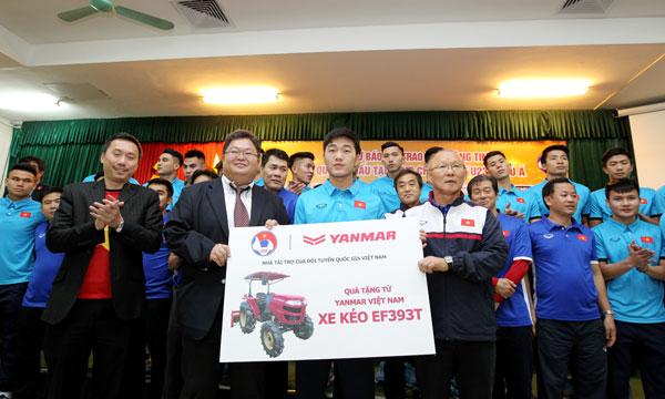 Yanmar trao tặng Máy kéo cho Liên đoàn Bóng đá Việt Nam