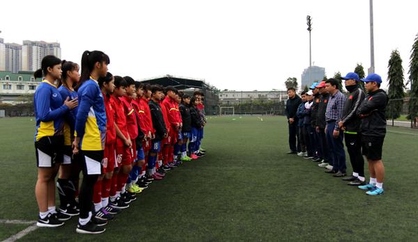 Tổng thư ký VFF Lê Hoài Anh gặp mặt 2 đội tuyển nữ trẻ Quốc gia