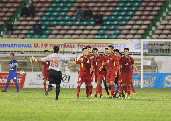 U.19 tuyển chọn Việt Nam - U.19 Chonburi: Đội trẻ Thái 'sụp đổ' tại Pleiku