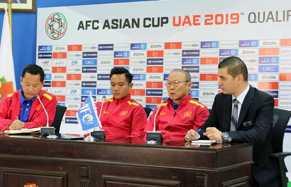 HLV Park Hang-seo và đội trưởng Thanh Trung đặt quyết tâm cao trước trận gặp Jordan