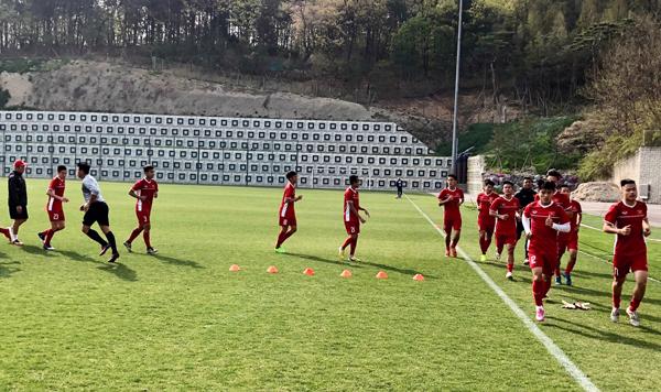 U19 Việt Nam trở lại tập luyện, Văn Xuân phải nghỉ dài ngày