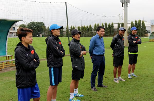 Tổng thư ký Lê Hoài Anh gặp mặt ĐT U16 nữ Việt Nam trước ngày đi thi đấu