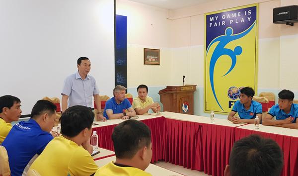 Lãnh đạo VFF gặp gỡ động viên và giao nhiệm vụ cho ĐT U19 Việt Nam