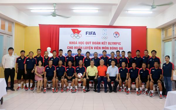 Khai giảng khóa học đoàn kết Olympic cho huấn luyện viên môn bóng đá