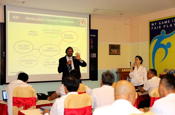 Giám sát AFC chia sẻ kinh nghiệm về công tác tổ chức trận đấu