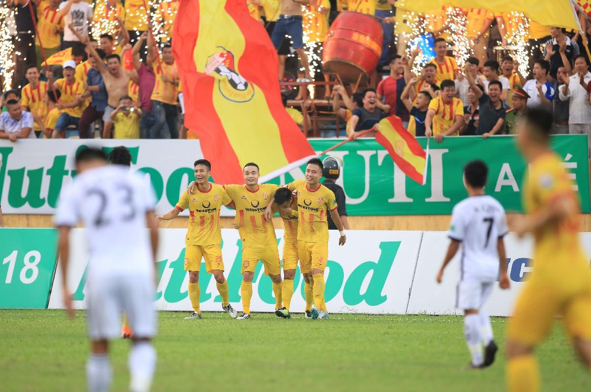 Kết thúc vòng 16 Nuti Café V.League 1 – 2018: Nam Định tạm thoát đáy