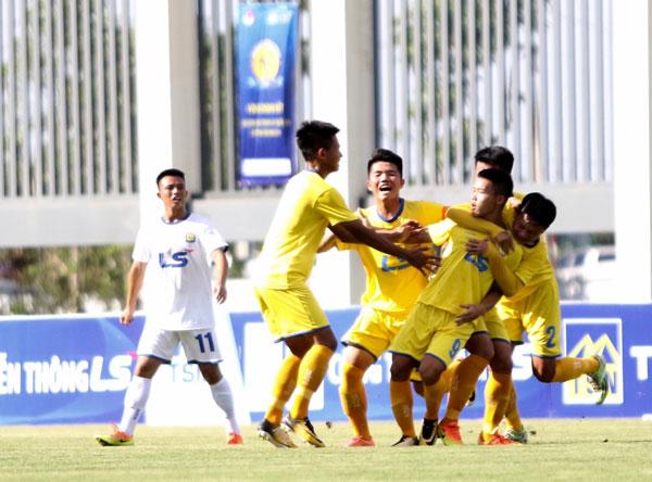 Kết quả lượt trận thứ 2 bảng B VCK giải Bóng đá U17 Quốc gia - Cúp Thái Sơn Nam 2018, ngày 28/6: SLNA và Viettel giành quyền tham dự bán kết
