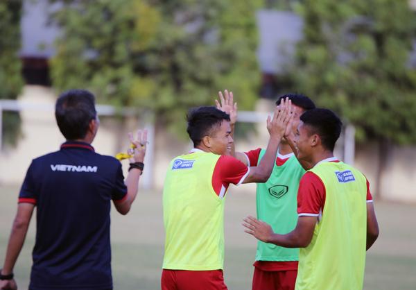 U19 Việt Nam thoải mái tinh thần trước trận quyết đấu với Indonesia