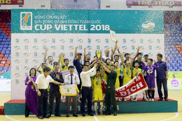 SLNA lần thứ 2 liên tiếp đăng quang ngôi vô địch giải Bóng đá Thiếu Niên Nhi Đồng Toàn Quốc - Cúp Viettel 2018