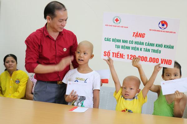Đội tuyển U23 nam hỗ trợ bệnh nhân nhi mắc bệnh hiểm nghèo