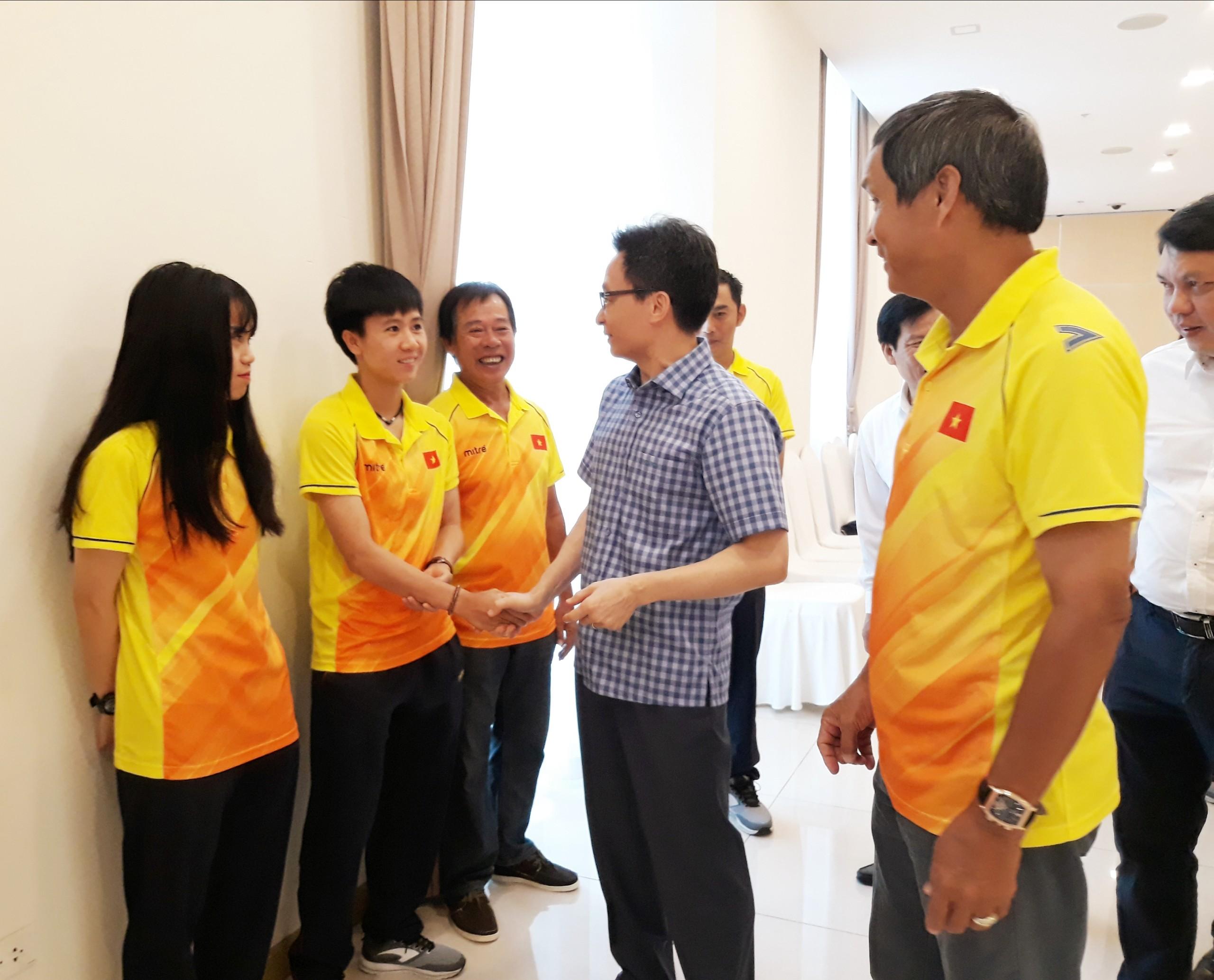 Phó Thủ tướng Chính phủ Vũ Đức Đam gặp mặt đội tuyển nữ Việt Nam