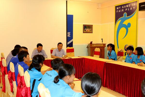 Lãnh đạo VFF động viên ĐT U16 nữ Việt Nam trước khi lên đường dự vòng loại châu Á