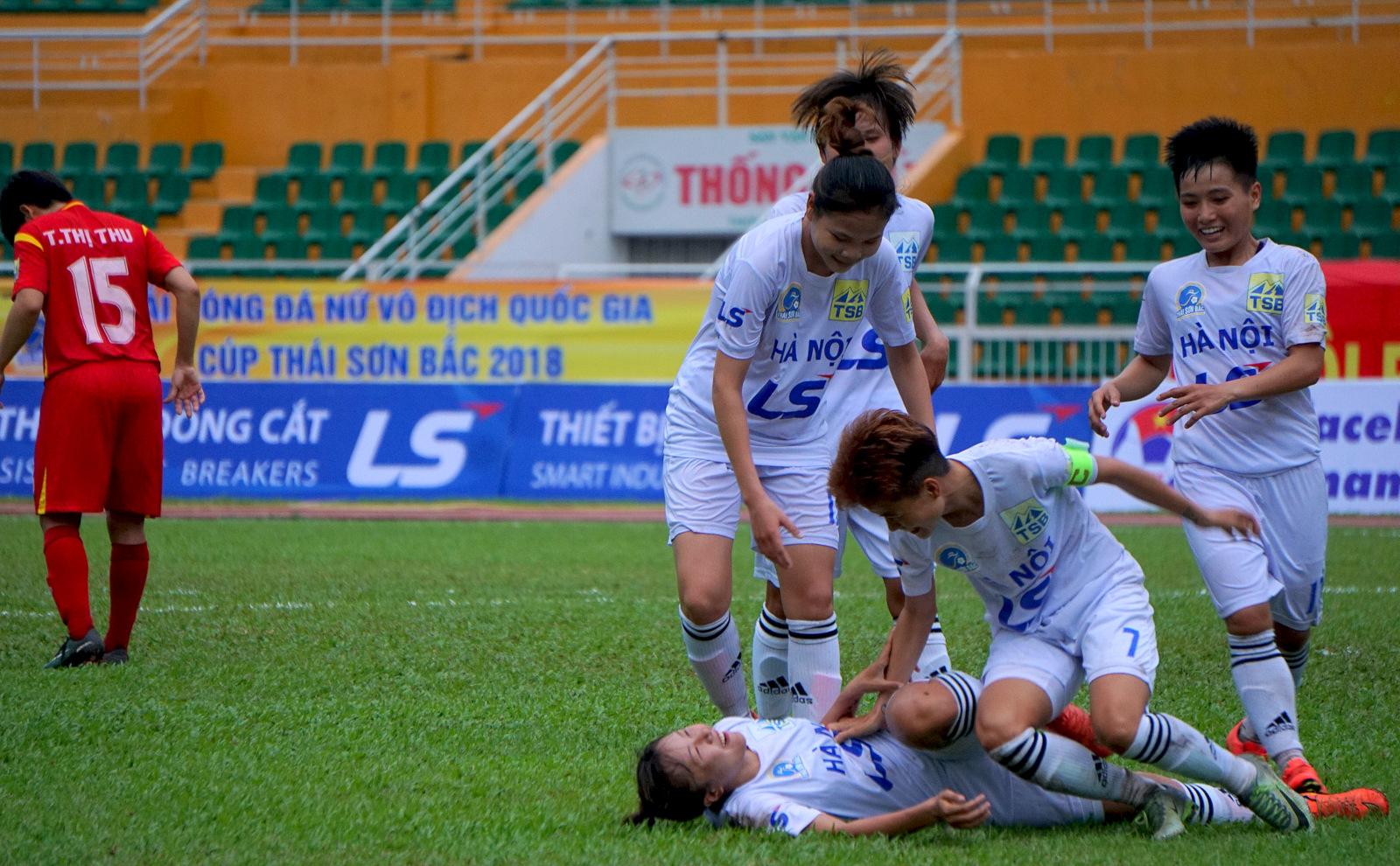 Đồng hành cùng giải BĐ nữ VĐQG - Cúp Thái Sơn Bắc 2018: NỤ CƯỜI CHIẾN THẮNG