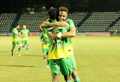 Vòng 24 giải bóng đá VĐQG Nuti Café V.League 1 – 2018: CLB XSKT Cần Thơ kịp níu chân Nam Định