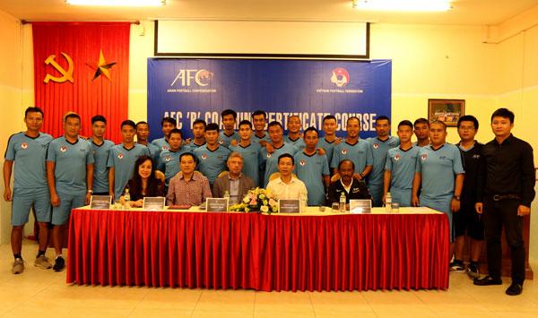 Khai giảng khoá đào tạo huấn luyện viên bóng đá chứng chỉ 'B' AFC 2018