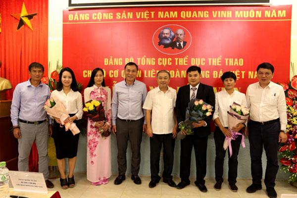 Chi bộ cơ quan LĐBĐVN tổ chức lễ kết nạp cho 4 đảng viên mới