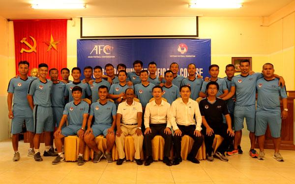 Bế giảng khoá đào tạo huấn luyện viên bóng đá chứng chỉ 'B' AFC 2018