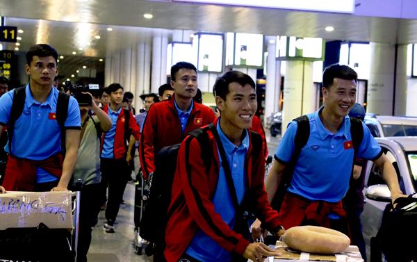 ĐT Việt Nam trở về Hà Nội sau chuyến tập huấn tại Paju