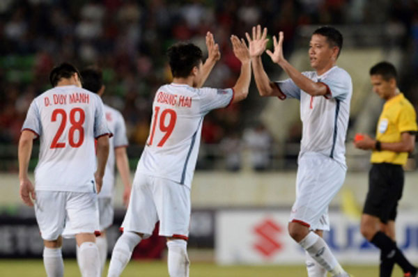 Báo Hàn Quốc tán dương thầy Park, khen 2 tuyển thủ Việt Nam