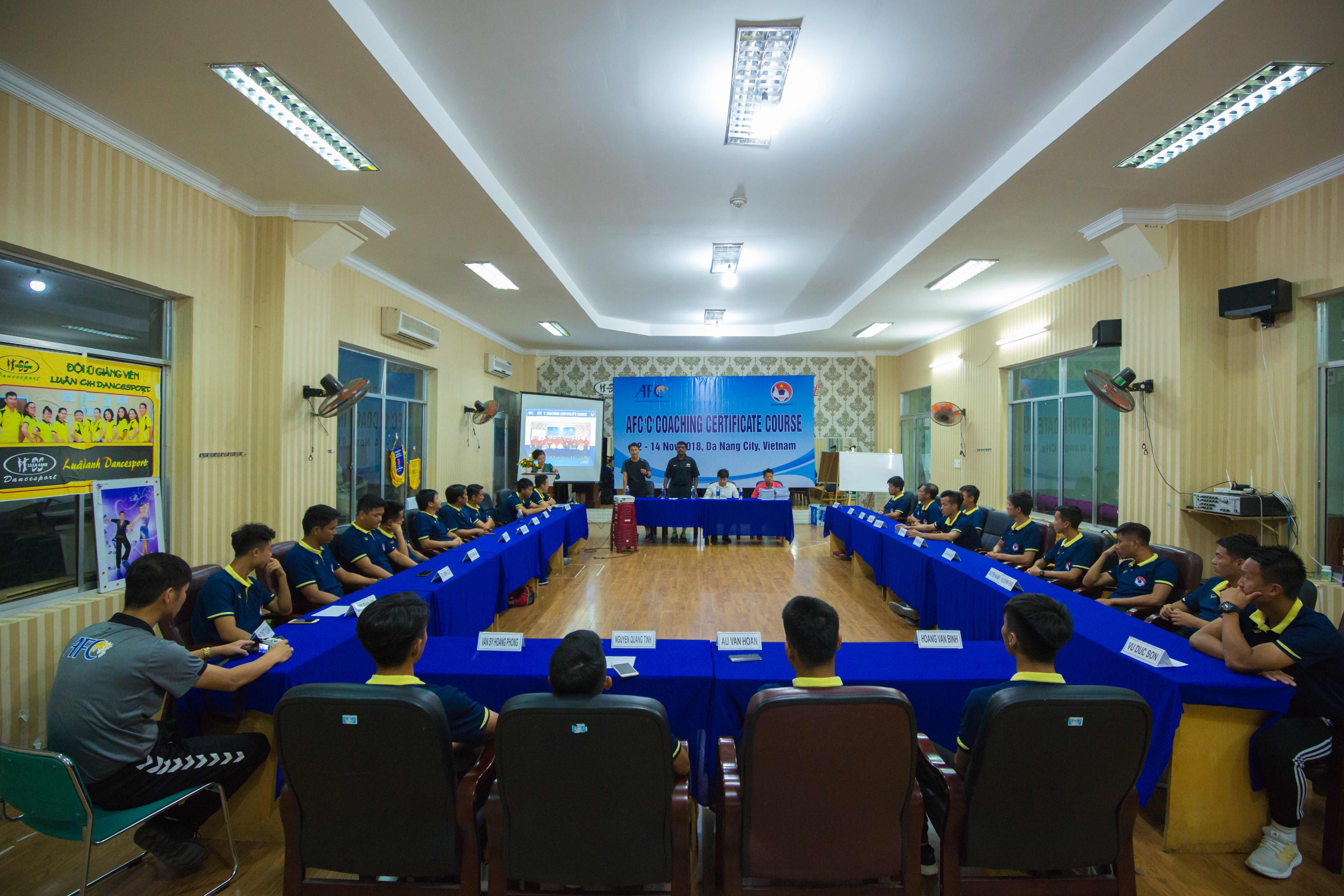 Bế giảng khóa HLV chứng chỉ 'C' AFC 2018 tại Đà Nẵng