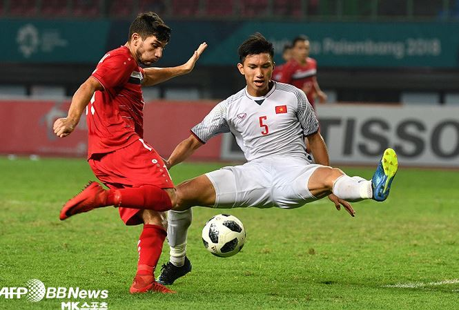 Báo Hàn Quốc ví von Đoàn Văn Hậu như danh thủ Maldini