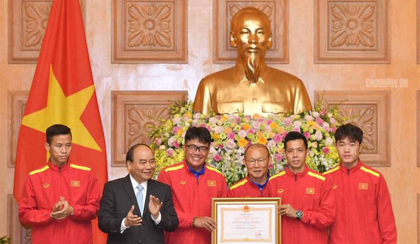 Thủ tướng: Đội tuyển đã thể hiện được phẩm chất, bản lĩnh và tinh thần cao thượng của con người Việt Nam