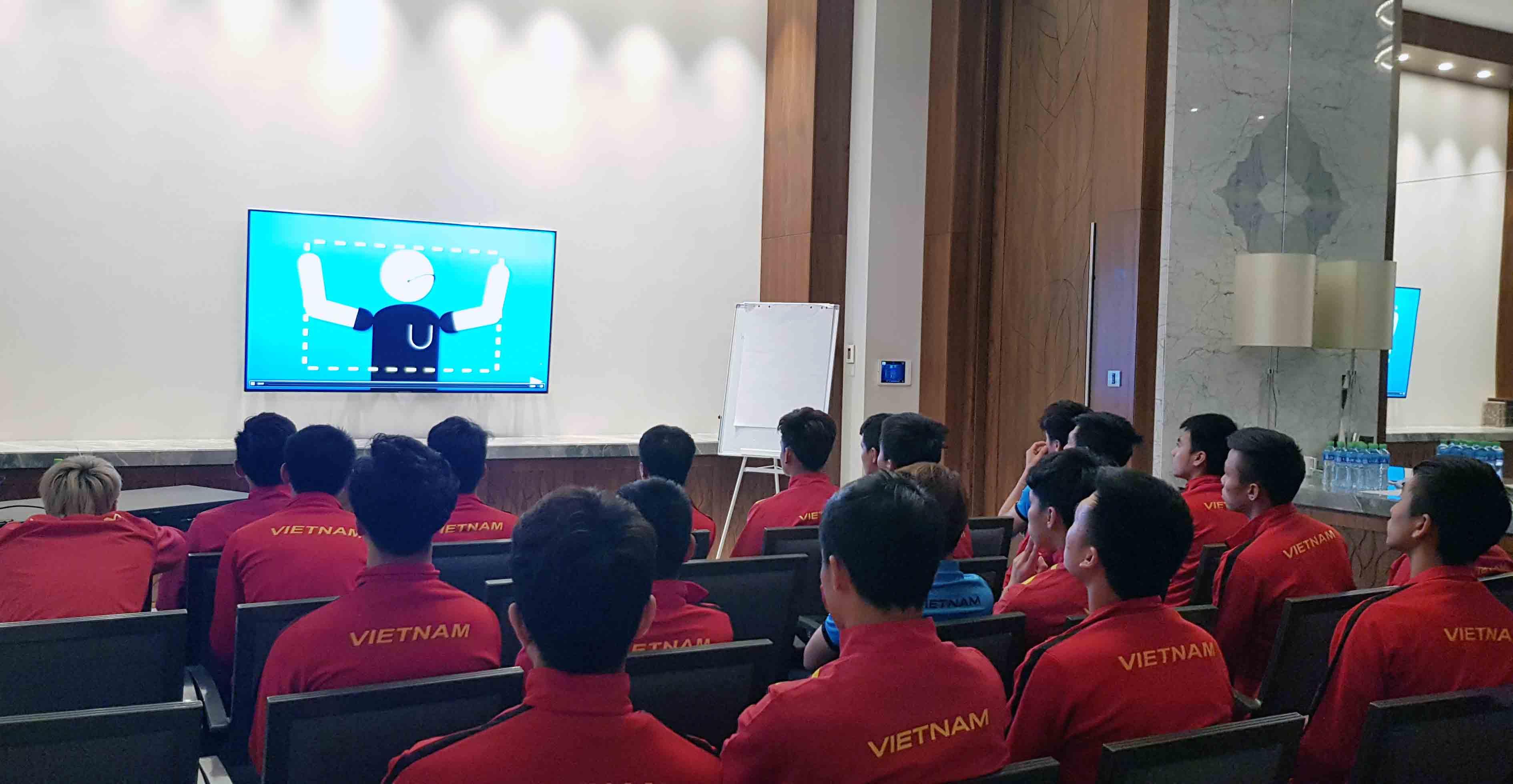 Tuyển Việt Nam hào hứng trải nghiệm công nghệ VAR tại Tứ kết Asian Cup 2019