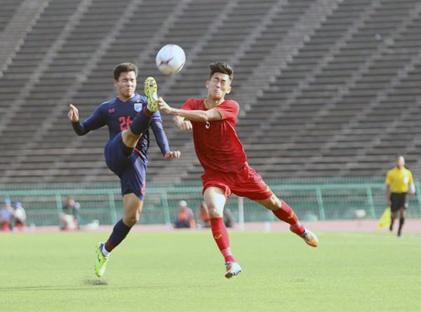 Chia điểm trong thế lấn lướt trước Thái Lan, U22 Việt Nam giữ vững ngôi đầu bảng