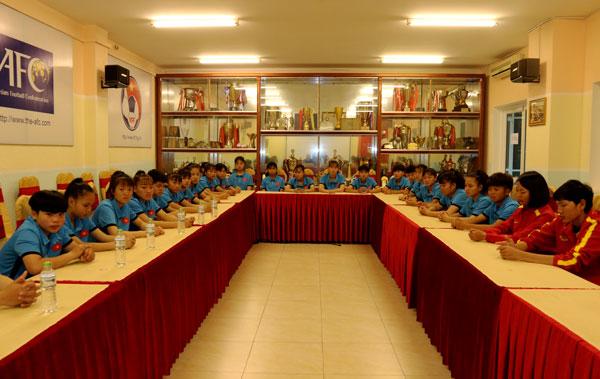 Lãnh đạo VFF gặp mặt ĐT U16 nữ Việt Nam trước ngày lên đường tham dự đấu trường châu lục