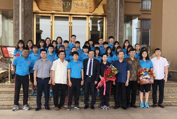 Đại sứ quán Việt Nam tại Lào gặp mặt đội tuyển U16 nữ Việt Nam