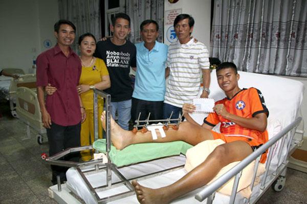 Nghĩa cử đẹp của đàn anh đội tuyển Việt Nam với cầu thủ trẻ Đà Nẵng