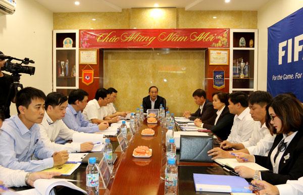 Chủ tịch LĐBĐVN Lê Khánh Hải làm việc với TTĐT Bóng đá trẻ Việt Nam