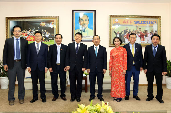 Thứ trưởng Bộ VH-TT-DL, Chủ tịch VFF Lê Khánh Hải tiếp Thứ trưởng Bộ Thể thao Trung Quốc, Q.Chủ tịch CFA Du Zhaocai